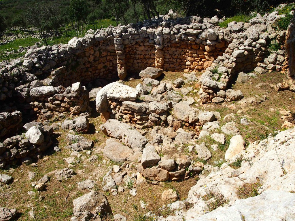 The foundations of a housing structure within the Talayotic settlement. These remnants mark a civilization that dates from approximately 1,500 BCE to 123 BCE.
