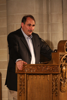 "David Axelrod P '09, chief strategist and senior advisor to President Barack Obama, discusses ""How Change Won"" in Shove Memorial Chapel on April 24, delivering an insider's look at the 2008 presidential election to a capacity crowd."