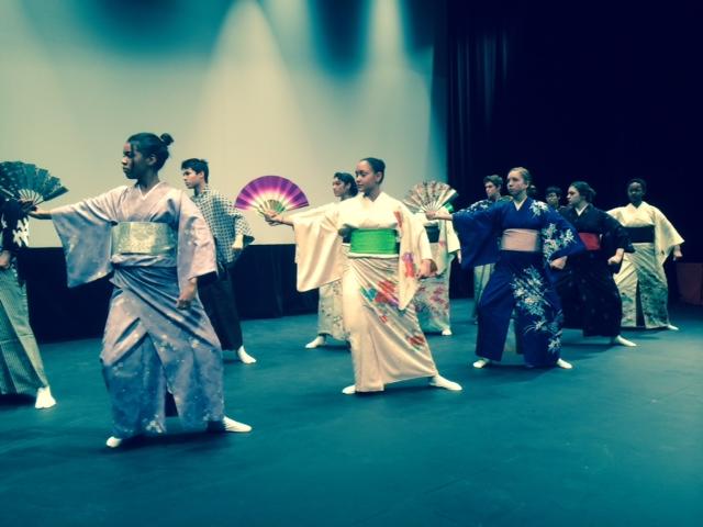 CC students perform Buyo dances.